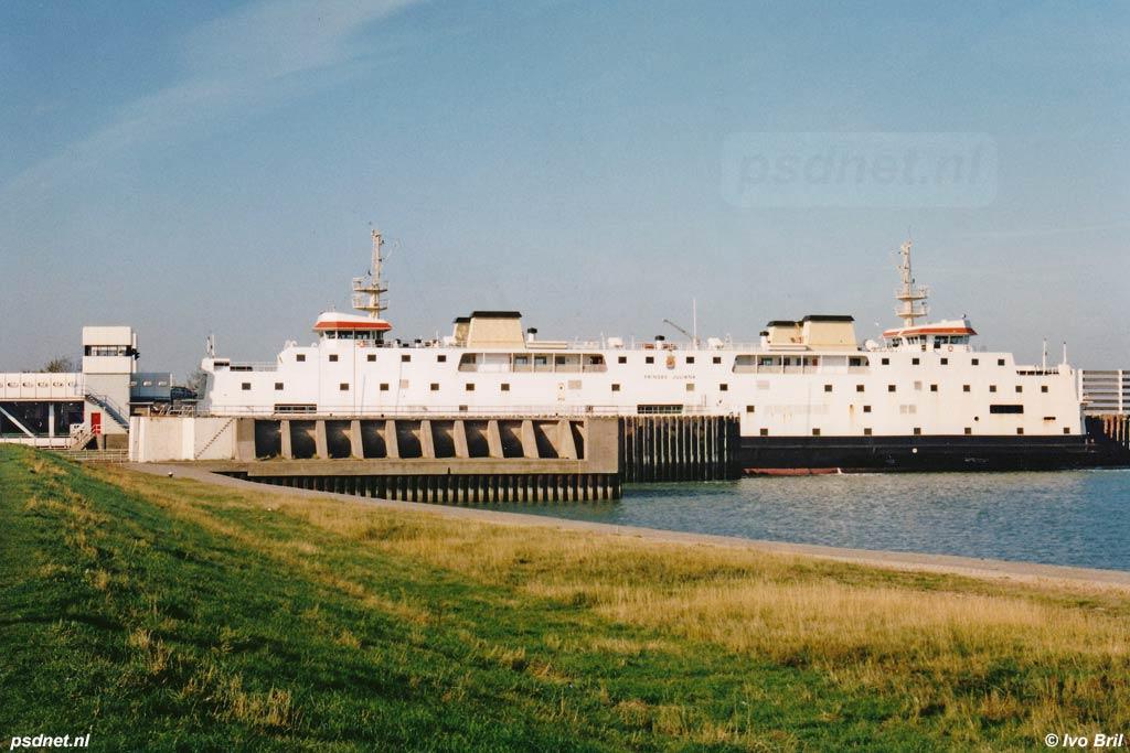 De fuik van Breskens met daarin afgemeerd de PSD-veerboot Prinses Juliana.