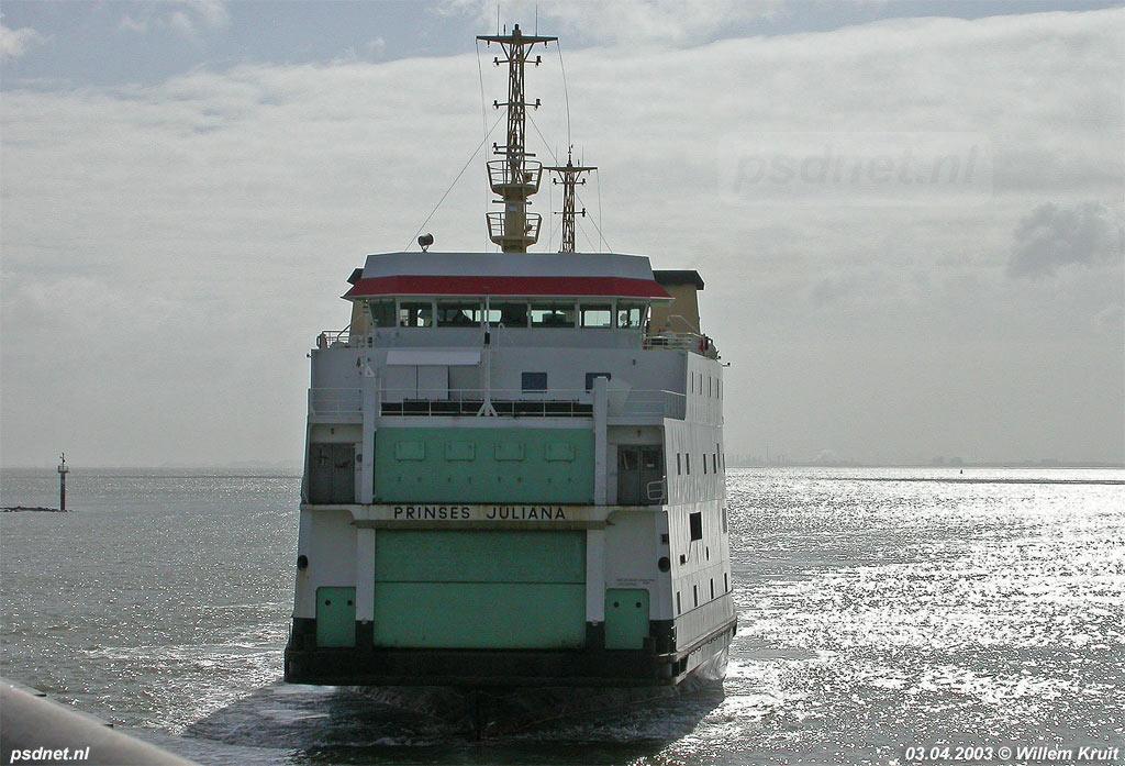 Oorspronkelijk is de Prinses Juliana gebouwd voor de veerdienst naar Breskens. Ook de laatste Zeeuwse afvaarten verzorgt de Juliana in april 2003 naar Breskens, maar dan zonder auto's. Foto: © Willem Kruit