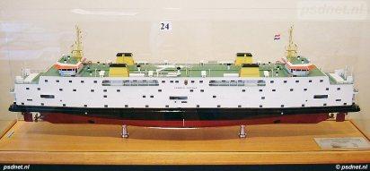 Scheepsmodel van de PSD-veerboot Prinses Juliana, zoals is laten vervaardigen door de scheepswerf.