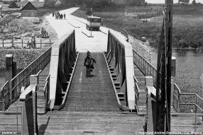 De nieuwe brug voor kopladingsveerboten op het veer Moerdijk-Willemsdorp. Foto: © Regionaal Archief Dordrecht.