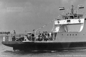 Op 6 juli 1988 vaart de veerboot Zijpe voor het laatst op de veerdienst Zijpe-Anna Jacobapolder.