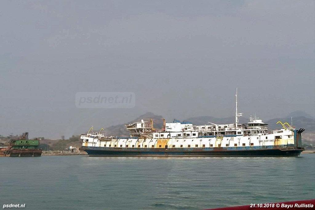 De sloop van de voormalige PSD-boot Prinses Margriet vordert in Indonesië.