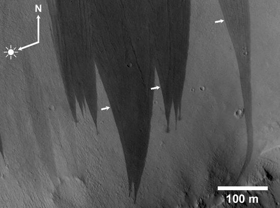 Slope Streaks near Naktong Vallis, Mars