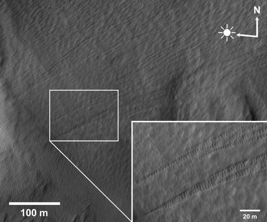 Slope Streaks in Pavonis Sulci, Mars