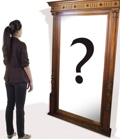 Una mujer se pregunta quién es - Psicología Flexible