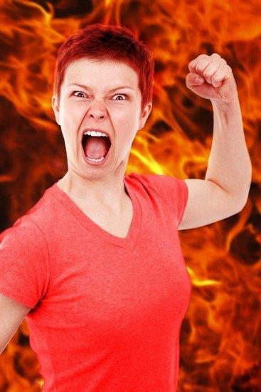 Una dona enfadada - Psicologia Flexible