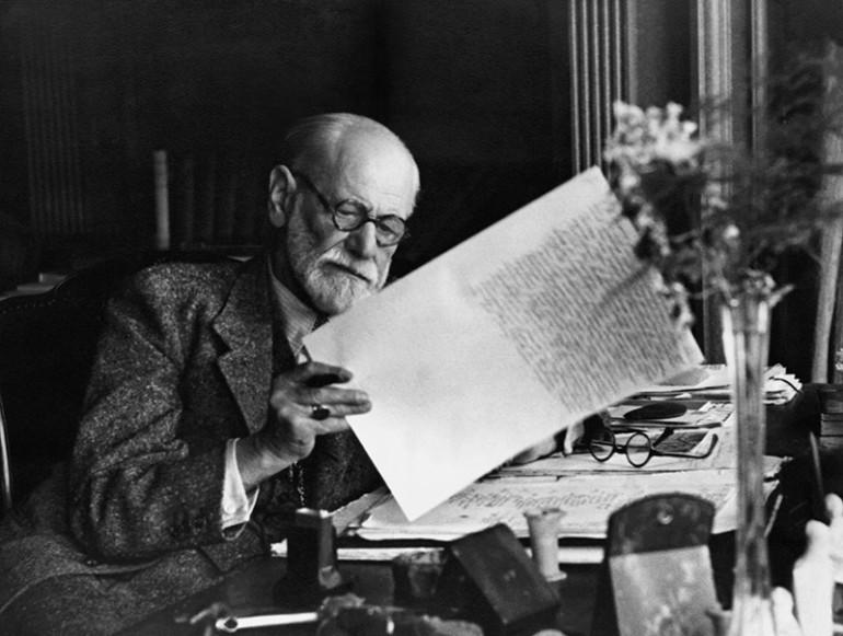Freud em seu consultório