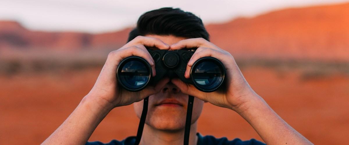 ¿Por qué a veces nos sentimos observados? La psicología nos los explica