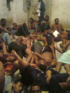 Profughi in un centro di detenzione libico