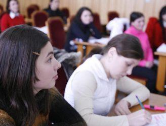 Studenţi la curs