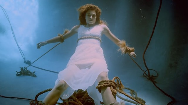 marina kazankova lors du clip