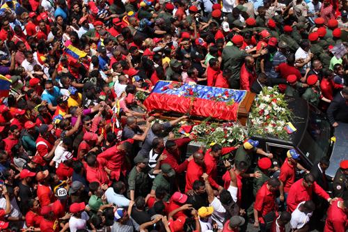 Foto féretro Hugo Chávez