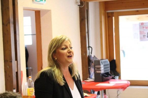 Nuria Gorrite en plein discours