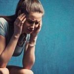 Mujer padeciendo de síndrome de panico, y desesperada por no encontrar ayuda profesional