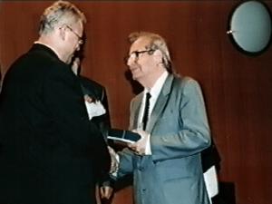 Damián Kováč - Kongres EAWOP Praha 2001 Ocenenie za celoživotné zásluhy o rozvoj psychológie práce