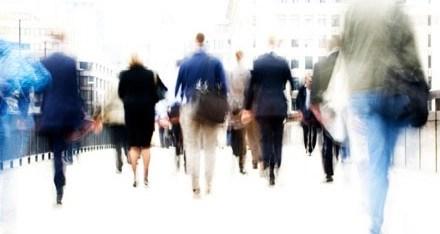 Νέα Έρευνα αποκαλύπτει την σχέση μεταξύ της επιθετικότητας με τον τρόπο που οι άνθρωποι περπατούν.