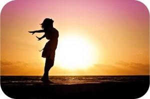 woman-happiness-sunrise-640w