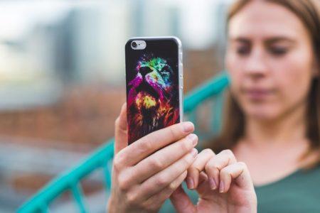 Woman using mobile app / Burst via Creative Commons Zero license