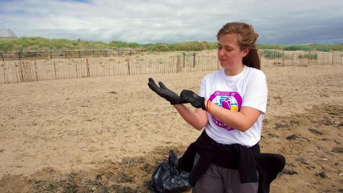 Crosby beach clean barefoot wine