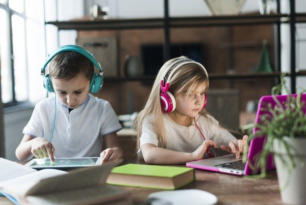 children using latop