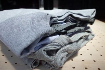 #6枚のグレーTシャツ