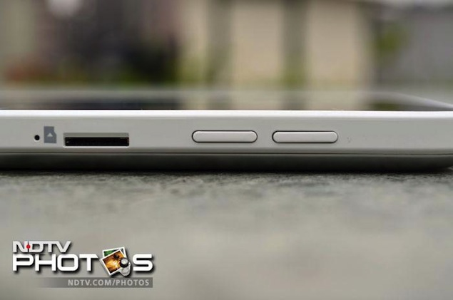 acer-iconia-w3-side