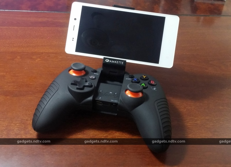 amkette_gamepad_with_phone
