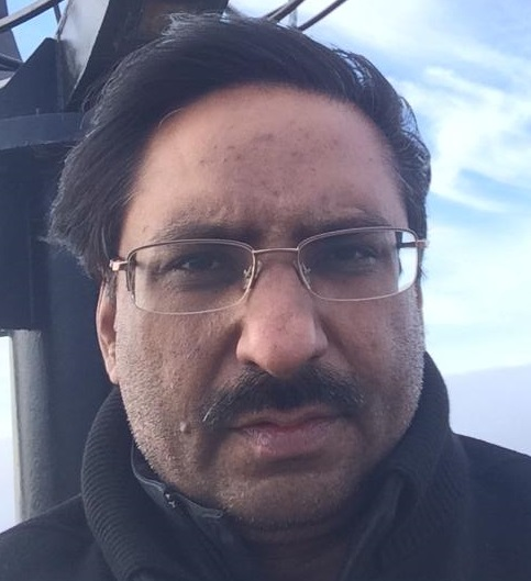 javed-chaudhry-without-makeup