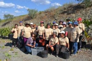 Marta Macedo com os trabalhadores da Quinta do Filoco