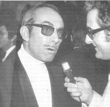 Ignacio F. Iquino siendo entrevistado por Ángel Comas