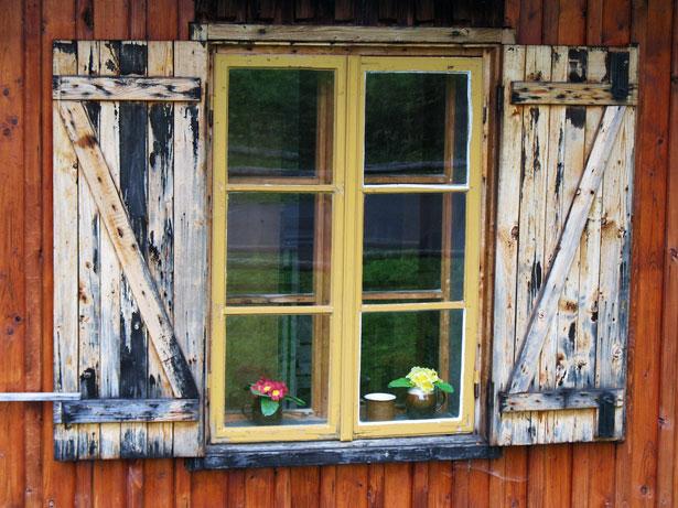 Antigua ventana de madera