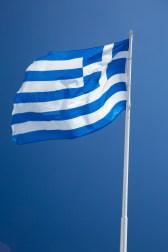 Griechische Flagge und blauer Himmel