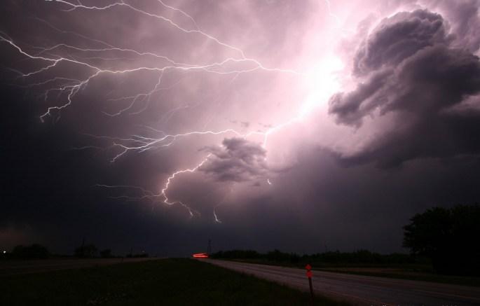 Blixtar och mörka moln Gratis Stock Bild - Public Domain Pictures