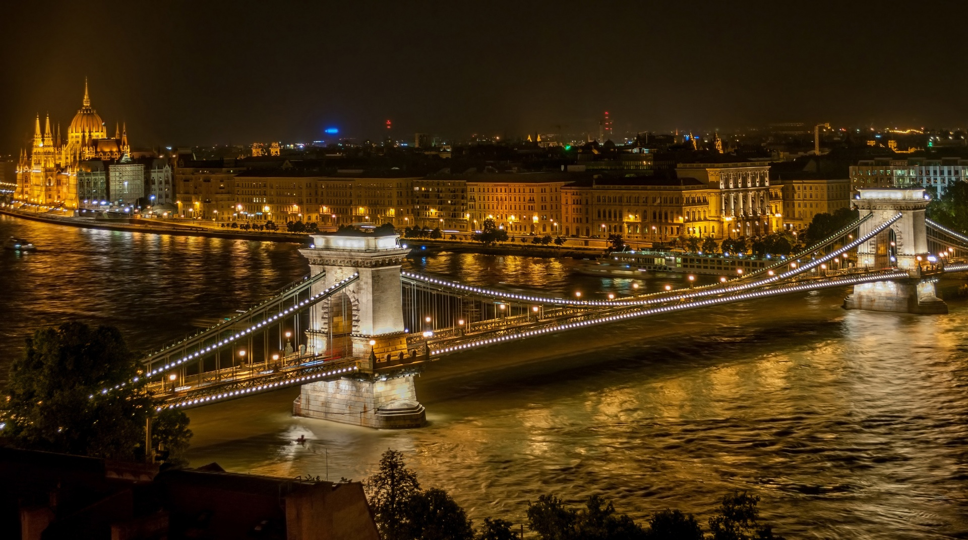 Night Lights, City Lights, Széchenyi Chain Bridge