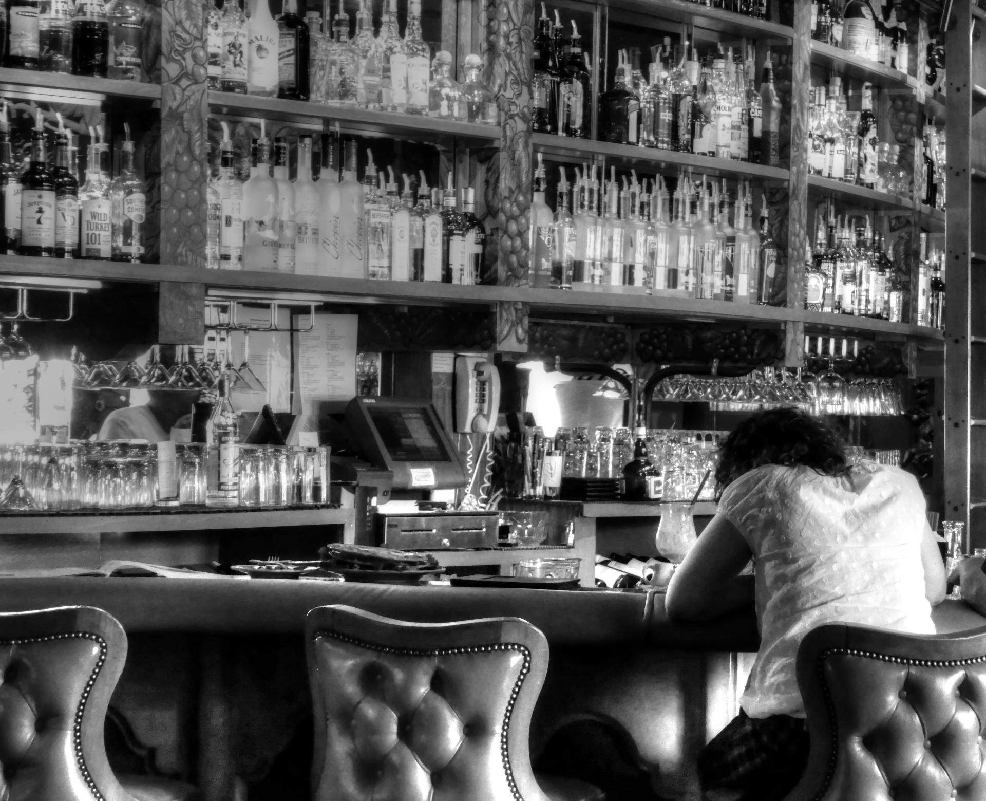 Drunk, Bar