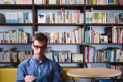 図書館、起業家、スタートアップ、