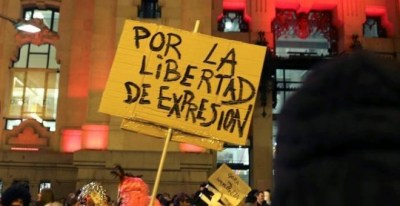 Imagen de la concentración en apoyo a los titiriteros en Madrid. EFE/J.P.Gandul