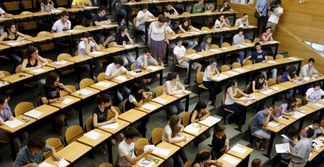 Estudiantes en un aula universitaria.-EFE