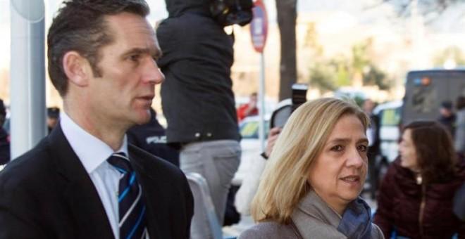 La infanta Cristina y su marido, Iñaki Urdangarin, entran en la Escuela Balear de la Administración Pública, donde se celebra el juicio por el caso Nóos. EFE/Cati Cladera