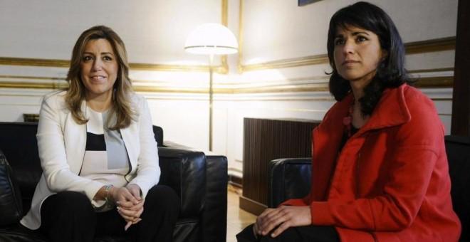 Teresa Rodríguez, junto a Susana Díaz. EFE