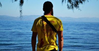 Joaquín Acedo trabaja como socorrista en España. - PABLO MUÑOZ