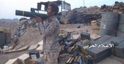 Un insurgente yemení apunta un lanzacohetes C-90, producido por la empresa española Instalaza y vendido en un principio a Arabia Saudí.