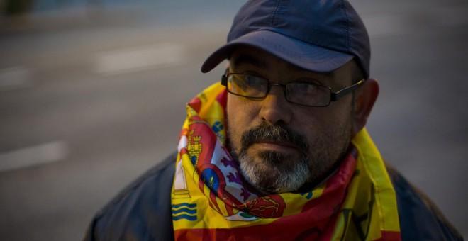 Andrés Merino, poco después de comenzar su huelga de hambre frente al Ministerio de Defensa. JAIRO VARGAS