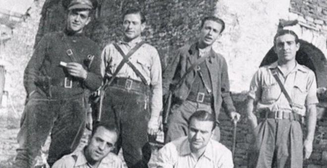 Imagen de un grupo de oficiales de la 43 División, en la que se integró el 'batallón de la pluma' tras la militarización de las milicias.