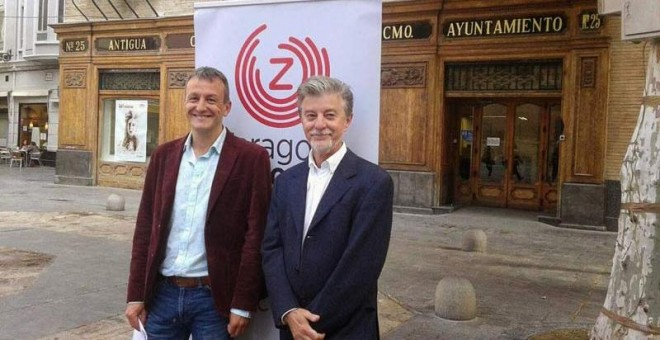 El alcalde de Zaragoza, Pedro Santisteve, a la derecha, y su concejal de Economía y Cultura, Fernando Rivarés.
