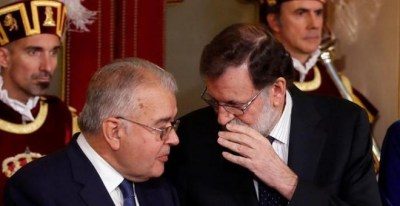 Rajoy y el presidente del Tribunal Constitucional, Juan José González Rivas, este miércoles. EFE/ Chema Moya