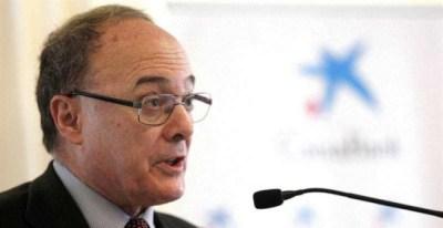 El gobernador del Banco de España, Luis María Linde, durante la conferencia sobre la evolución de la situación económica en España y Europa que ha pronunciado hoy en Tenerife. | CRISTÓBAL GARCÍA (EFE)