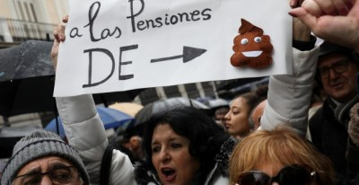 Participantes en la manifestación en Madrid en demanda de unas pensiones dignas. REUTERS/Susana Vera