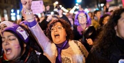 En el 8-M se unieron mujeres de todas las edades, también las feministas veteranas. EFE