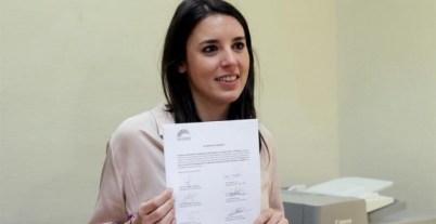 La portavoz de Unidos Podemos en el Congreso, Irene Montero, durante la presentación en el Registro del Congreso de Los Diputados de la petición de reprobación a la ministra de Sanidad Dolors Montserrat. EFE/Zipi